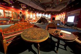 0e830585856 Jako dárek navíc přináší tyto expozice  JEHO SVATOST DALAJLAMA Reminiscence  otevření naší výstavy. Čtyři hezké dny v přítomnosti dalajlamy